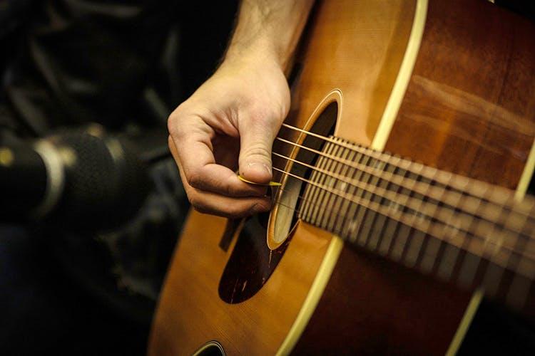 22012017_guitarstock02